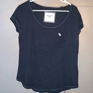 Chic & Casual Abercrombie & Fitch Tee Blue M
